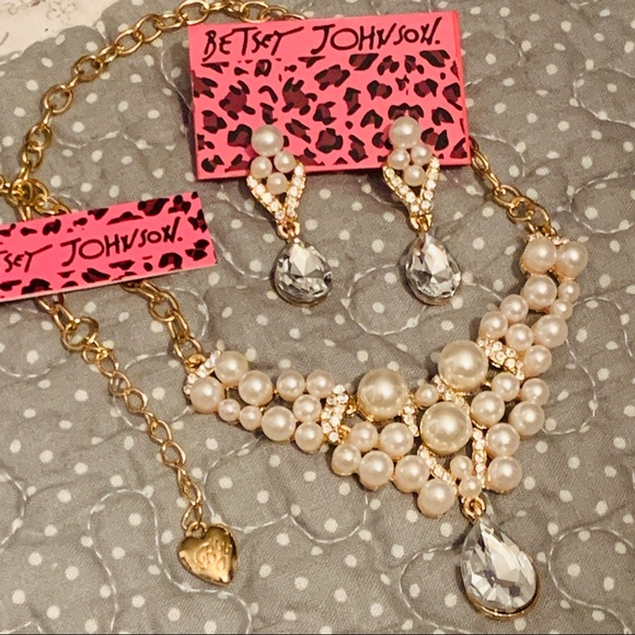 BETSEY JOHNSON Pearls & Rhinestones Jewelry Set